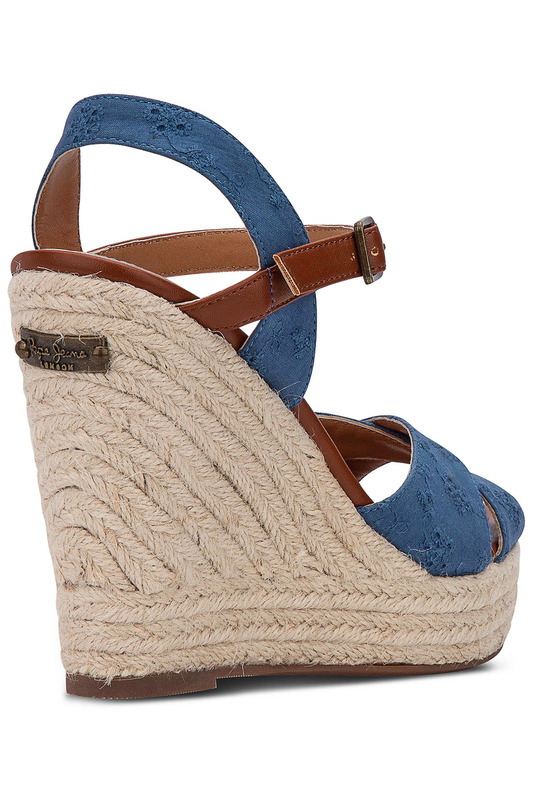 Фото 2 - wedge sandals Pepe Jeans синего цвета