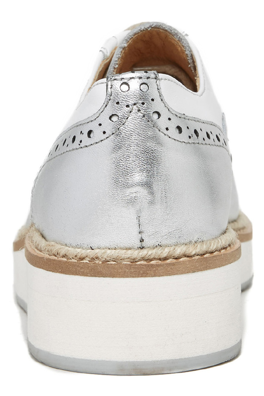 Фото 2 - boots British passport цвет white and silver